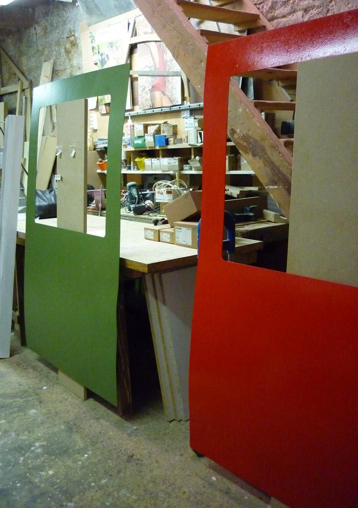 """Panneaux en atelier - Mise en peinture des """"wagons"""" (acrylique sur contreplaqué 3mm)"""