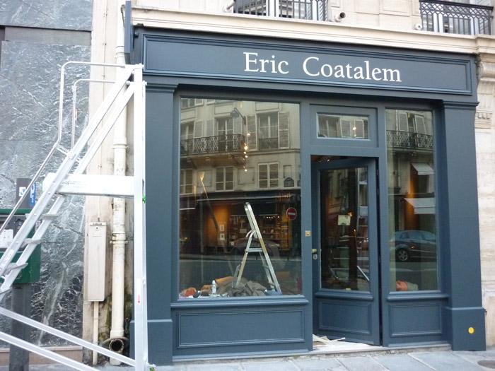 Nouvelle typographie mise en peinture sur façade actuelle