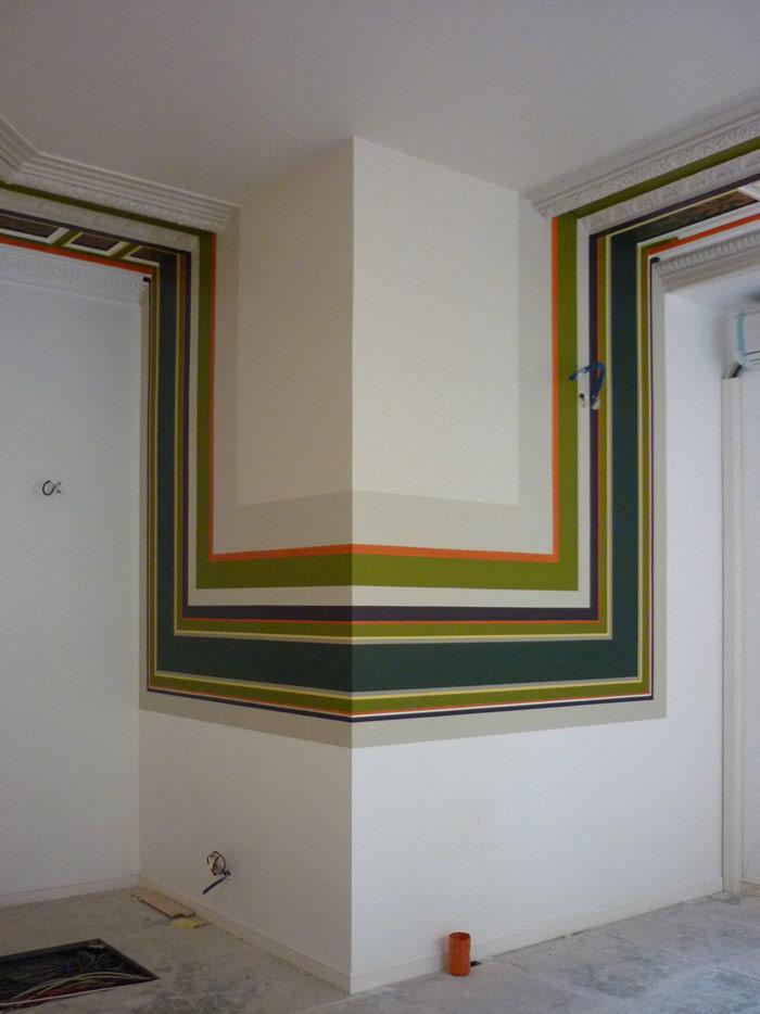 Mise en place des nouvelles couleurs du plafond qui se prolongent sur les cloisons.