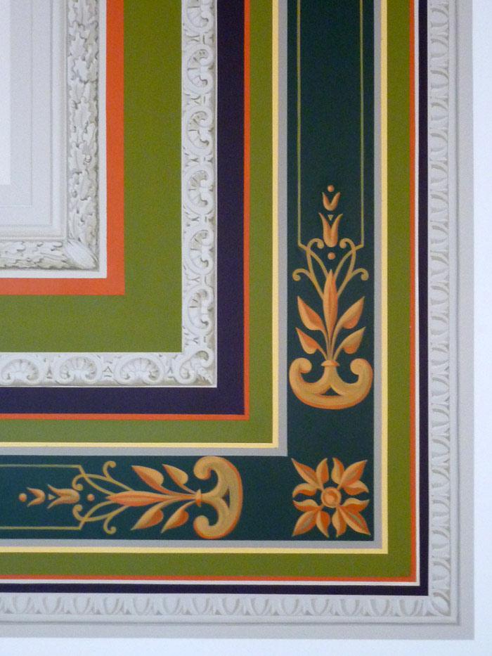 Gros plan des motifs et bandes colorées.