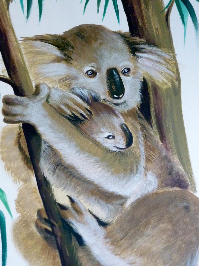 Gros plan sur la maman koala et son bébé