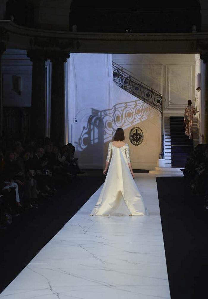 Fin du défilé, la mariée s'en va...