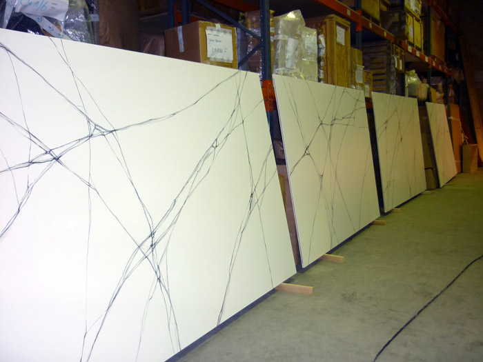 L'Agence One Event's, chargée du défilé Rochas, m'a commandé 70m2 de faux marbre blanc sur panneaux médium.