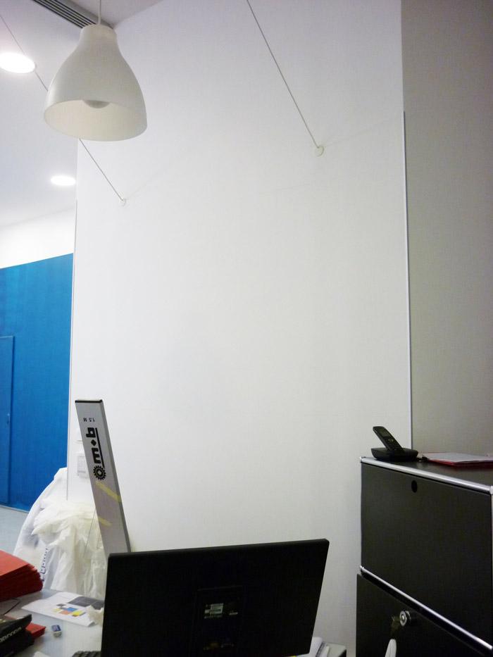 Ce cabinet aux lignes très architecturées se devait d'accueillir les patients par un décor fort.