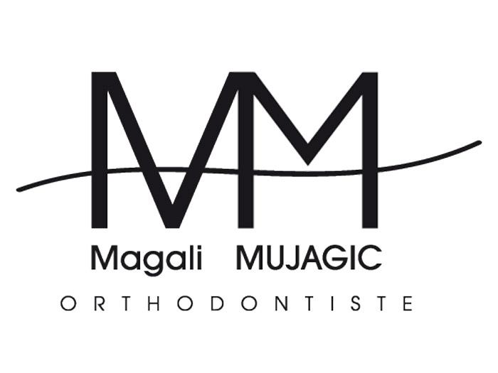 2 lettres M accolées et de typographies différentes traversées par une courbe qui renvoie à l'orthodontie.