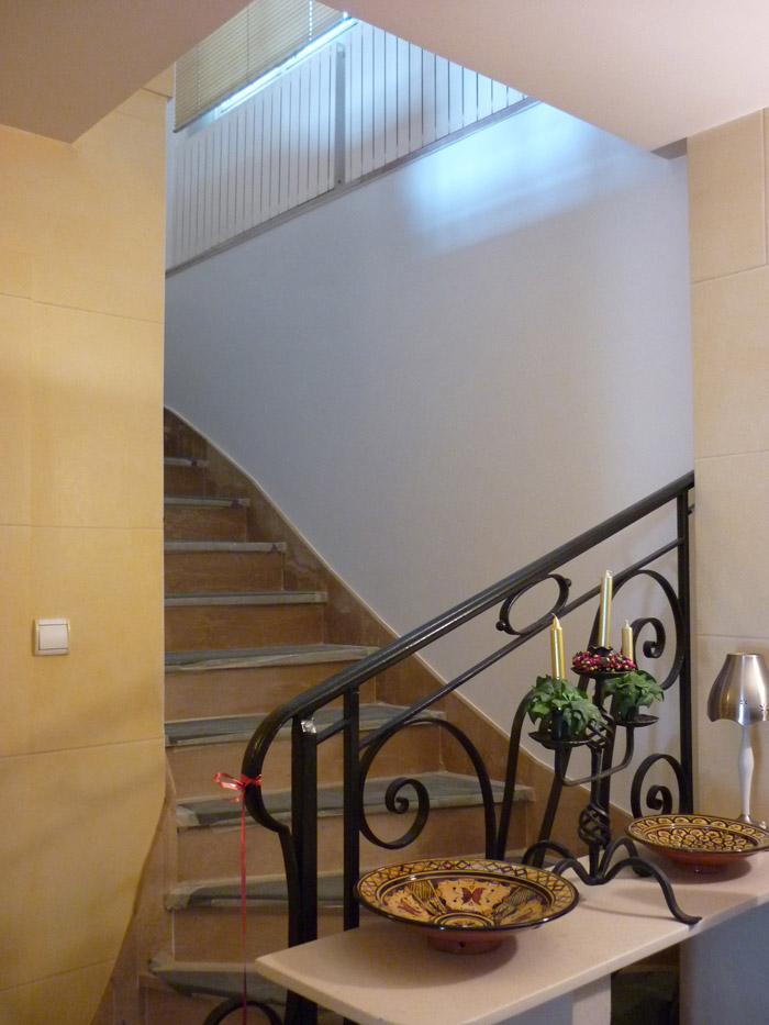Vue de l'escalier avant la mise en place du décor