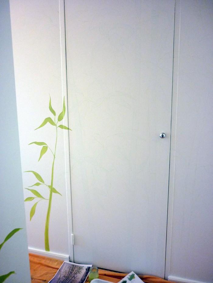 Déco à la peinture effet  bambous sur porte